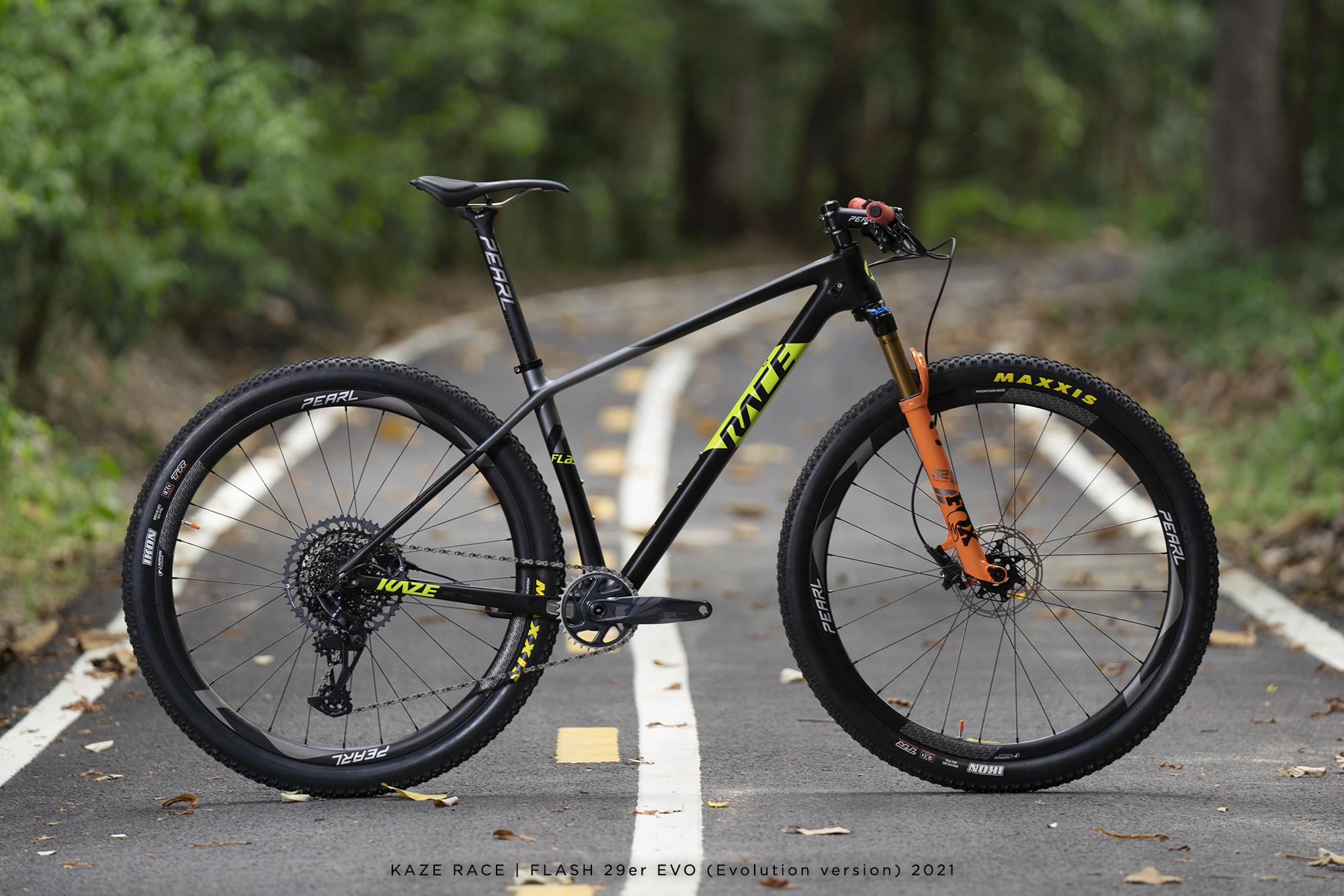 KAZE RACE - Flash 29er, our hardtail carbon mountain bike. Made to be the best for you ..